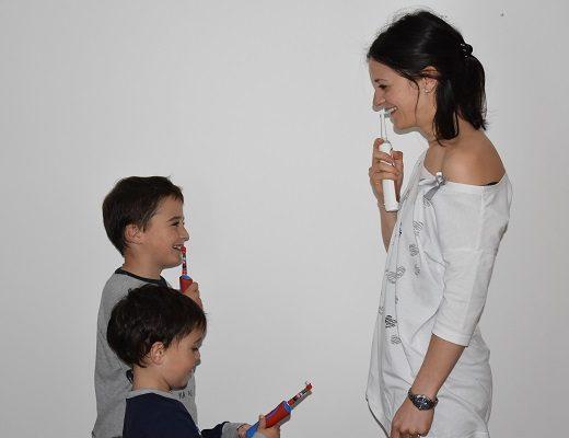 abituare i figli a lavarsi i denti